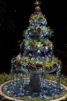 DIY succulent fountain - Fill a fountain with succulents and then put small white Christmas lights on top to make it look like glowing water. Creative Outdoor Ideas - outdoor garden ideas and DIY decorating tips. White Christmas Lights, Landscape Lighting, Outdoor Lighting, Garden Lighting Ideas, Cool Garden Ideas, Outside Lighting Ideas, Yard Lighting, Pathway Lighting, Exterior Lighting
