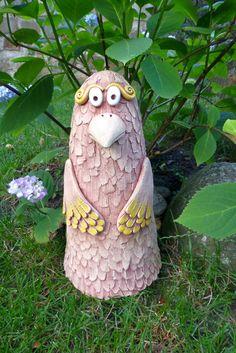Keramický pták Ze šamotové hlíny, vhodný i k venkovní dekoraci na zahradu či terasu. Výška cca 30 cm.