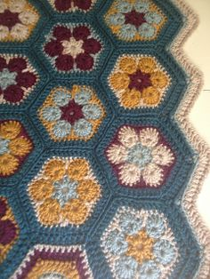 Ravelry: whitstep's African Flowers afghan - kind of retro, and sooo pretty