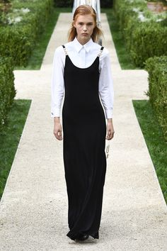 Tory Burch Spring 2019 Ready-to-Wear Fashion Show Collection: See the complete Tory Burch Spring 2019 Ready-to-Wear collection. Look 42 All Fashion, Fashion Week, Runway Fashion, Fashion Tips, Fashion Design, Fashion Trends, Tory Burch, Fashion Figures, Vogue Russia