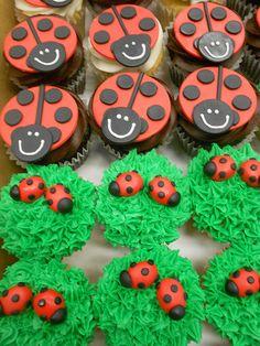chocolate cupcakes pumpkin cake with apple cider glaze. Ladybug Cupcakes chocolate strawberry cake How to Frost Cupcakes Animal Cupcakes, Love Cupcakes, Fondant Cupcakes, Cupcake Cookies, Kitty Cupcakes, Snowman Cupcakes, Giant Cupcakes, Fancy Cakes, Cute Cakes
