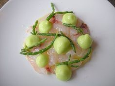 Septime Paris Maigre, siphon de concombre, salicorne/raw meagre fish, cucumber foam and glasswort (also called sea asparagus) Restaurant Septime 80 rue de Charonne 75011 Paris tel : 01 43 67 38 29 Sea Asparagus, Paris Restaurants, Wine Recipes, Cucumber, Potato Salad, Goodies, Menu, Fish, Skinny
