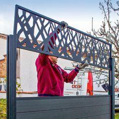 Fence a garden with rigid lattice panels House Fence Design, Modern Fence Design, Balcony Railing Design, Door Gate Design, Garden Privacy, Privacy Screen Outdoor, Backyard Privacy, Fence Garden, Backyard Fences