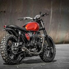 Beautiful Image of Triumph Scrambler Custom. Those ostensibly minor changes have created the Scrambler an immediate classic and a tough bike to customise, principally as a result of it's superb o. Scrambler Ducati, Scrambler Motorcycle, Moto Bike, Motorcycle Helmet, Triumph Scrambler Custom, Tracker Motorcycle, Yamaha, Triumph Bonneville Custom, Triumph Street Scrambler