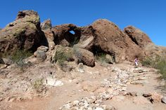 Hole in the Rock - easy hike for kids in Phoenix