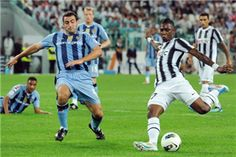 Eljero Elia of FC Juventus prepares to shoot at goal as he is closed down by Mike Edwards of Notts County during the pre season friendly match between FC Juventus and Notts County on September 8, 2011 in Turin, Italy.