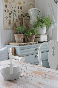 Adorable Inexpensive Dining Room Sets That Are Worth To Buy Cottage Kitchens, Cottage Homes, Cosy House, Vibeke Design, Dere, Nordic Interior, Dining Room Sets, Scandinavian Home, Home Living Room