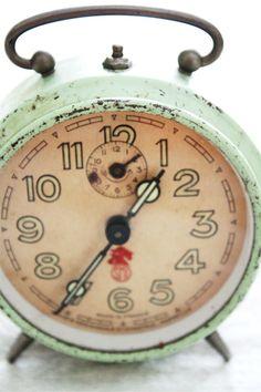 vintage vintage love clock vintage vintage alarm clocks old clocks Clock Vintage, Vintage Love, Retro Vintage, Vintage Items, Retro Clock, Old Clocks, Antique Clocks, Alarm Clocks, Objets Antiques