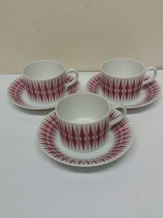 Ihastuttavat, Raija Uosikkisen suunnittelemat Pajazzo -kahvikupit, 3 kpl. Ehjät ja siistikuntoiset, ei juurikaan käytön jälkiä, kaikissa leimat pohjassa. Kupin korkeus 4,5 cm, lautasen halkaisija 11,5 cm. MYYTY. Facebook Sign Up, Tea Cups, Tableware, Dinnerware, Tablewares, Dishes, Place Settings, Cup Of Tea