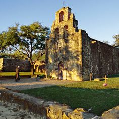 Check out Southern Living's fabulous list of 101 Free Things to Do in the South! Pictured: Get a closer look at the four beautiful Spanish churches that grace San Antonio's Mission Trail in Texas Oh The Places You'll Go, Places To Travel, Places To Visit, Texas Travel, Travel Usa, Texas Roadtrip, San Antonio Missions, Texas History, Texas Hill Country