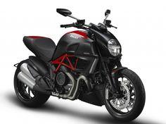 2012-ducati-diavel-carbon-29