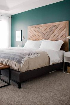 14 Fabulous Rustic Chic Bedroom Design and Decor Ideas to Make Your Space Special - The Trending House Minimalist Bedroom, Minimalist Home, Minimalist Interior, Guest Bedrooms, Master Bedroom, Master Suite, Bedroom Bed, Bedroom Vintage, Bed Styling
