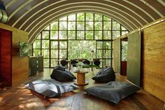 異世界への入口?ブラジルの森に現れた銀色のゲストハウス「Arca」 | 未来住まい方会議 by YADOKARI | ミニマルライフ/多拠点居住/スモールハウス/モバイルハウスから「これからの豊かさ」を考え実践する為のメディア。