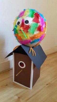Vogel met vogelhuisje, surprise, twee schoenendozen en papier-maché ballon!