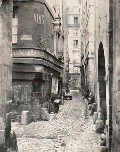 PARIS - Rue de Glatigny, sur l'île de la Cité en 1865. © Charles Marville.