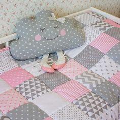 Купить или заказать Лоскутное одеяло в интернет магазине на Ярмарке Мастеров. С доставкой по России и СНГ. Срок изготовления: 10 дней. Материалы: хлопок, хлопок 100%, холлофайбер,…. Размер: 90х120 см