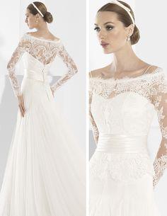 Traje de novia con transparencias en mangas y escote delantero y trasero.