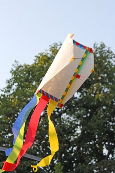 Here's a fun summer project: make a simple sled kite! DIY Toy: Tyvek Sled Kite from Babble Dabble Do