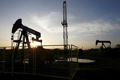Big oil to cut investment again in 2016 - LONDON — With crude prices at 11-year lows, the world's biggest oil and gas producers are facing their longest period of investment cuts in decades, but are expected to borrow more to preserve the dividends demanded by investors.