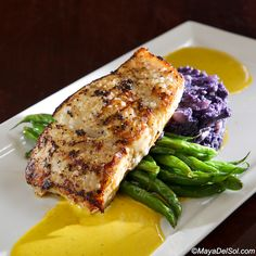 pescado del dia | alaskan halibut, haricot vert, purple cauliflower purée, aji-amarillo sauce