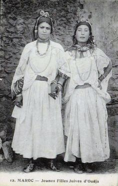 Africa | Young Jewish girls.  Oudjda, Morocco. || Scanned postcard; photo N Boumendil, publisher Taourirt.  No. 12