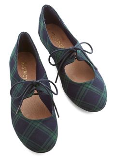 Of Your Own Accordion Flat. The tapping of your toes, which are clad in these navy and forest-green flats by Restricted, carry out a soft beat that perfectly complements the melodies of your accordion. #blue #modcloth