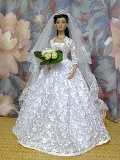 "barbie weddingdress - free pattern - click the link ""strih"" at the end Barbie Bridal, Barbie Wedding Dress, Barbie Gowns, Barbie Dress, Bridal Dresses, Bridal Gown, Doll Dresses, Barbie Sewing Patterns, Doll Clothes Patterns"