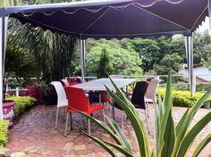 Desayuna en la tranquilidad de nuestro jardín Patio, Outdoor Decor, Home Decor, Decoration Home, Room Decor, Home Interior Design, Home Decoration, Terrace, Interior Design