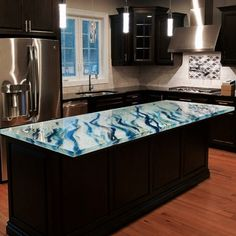 Delivered in April 2016, this spectacular artistic countertop by Glass Artist…