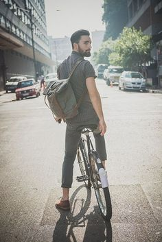 Hipster style and vintage bicycle | Style hipster et vélo d'époque