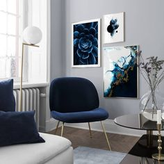 Decorate your living room with a trendy gallery wall! Find inspiration on how to decorate your living room in our Inspiration section. Upgrade your living room today with Desenio.