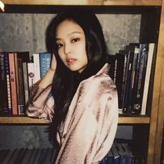 kim jennie from blackpink is aesthetic queen Blackpink Jennie, South Korean Girls, Korean Girl Groups, Black Pink, Kim Jisoo, Blackpink And Bts, Idole, Yg Entertainment, Queen