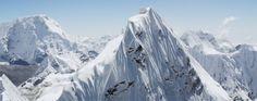 Auf Augenhöhe mit dem Mount Everest. Dem Team des Teton Gravity Research ist es erstmals die Himalaya-Gebirgskette von oben zu filmen, und zwar in ...