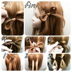 リボンの簡単な作り方  動画もあるので見て下さい^ ^  動画がわかりずらかったので 写真で説明します^ ^  1.上に毛をとって、下の毛を二つに分ける  2.上の毛を真ん中に下ろす  3.毛先をループさせる 毛先、ポニーテールの結び目とかに作りたいときは、3からでいいですよ!  4.交差させて、下から毛束を持ってくる  5.4の毛束を上からかぶせてくるんと中に入れるそれでゴムを隠す  6.下からしっかり引っ張る  7.こんな感じでピン留め  完成です!可愛い^ ^  サイドでも、結び目でも、襟足、こめかみバック どこでもこのやり方は使えます! 基本は、3番の形を作ればどこにでもできるのでやってみてください^ ^…