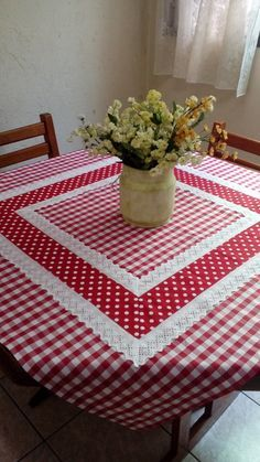 Pic Nic towel at Table Runner And Placemats, Table Runner Pattern, Quilted Table Runners, Cushion Embroidery, Deco Table Noel, Kitchen Kit, Chicken Scratch Embroidery, Sewing Table, Mug Rugs
