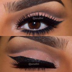 That shape of winged eye liner... @ana0m #eye #makeup #eyeshadow