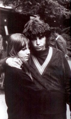 Pam Courson and Jim Morrison {1967} I love this pic of them. It shows their early days innocence.