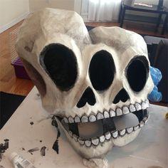 Resultado de imagen para halloween masks for kids papel mache Halloween Projects, Halloween Masks, Halloween Crafts, Halloween Party, Halloween Decorations, Scary Halloween, Halloween Ideas, Paper Mache Mask, Paper Mache Sculpture