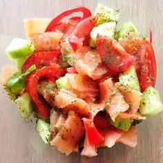 Mixed greens, tomato, cucumber, smoked salmon and a homemade honey, mustard and dille dressing.