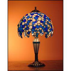 Exkluzivní kolekce Tiffany lamp a Tiffany lustrů Leška oživí každý interiér. Vybírat můžete ze čtyř barevných variant vitráže.