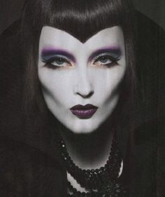 Top Gothic Fashion Tips To Keep You In Style. As trends change, and you age, be willing to alter your style so that you can always look your best. Consistently using good gothic fashion sense can help Victorian Vampire, Victorian Goth, Gothic Steampunk, Goth Makeup, Dark Makeup, Goth Beauty, Dark Beauty, Gothic Hairstyles, Hallowen Costume