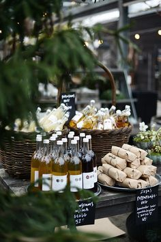 Wedding Food Love the idea of presenting food like this for a party Wein Parties, Glace Fruit, Think Food, Food Displays, Partys, Buffets, Food Presentation, Farmers Market, Wedding Decor