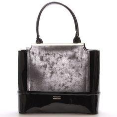 #novinka #Maggio Luxusní černo grafitová lakovaná kabelka Maggio z kolekce 2016. Kabelka má grafitové čelo. Je malá, pevná, uvnitř jsou menší kapsy na drobnosti. Zapínání zipem má po celé délce. Na zadní straně má praktickou kapsu na zip. S touto kabelkou si můžete vyjít na ples, recepci, či do divadla.