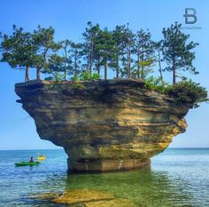 Turnip Rock Michigan USA By: @pinay71 Via @awesome.earth Follow our Snapchat!  BDestinations by beautifuldestinations