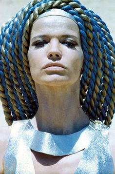 Photo: Franco Rubartelli. Veruschka in Egypt, 1967. She designed the hairpieces for the shoot; close friend Ara Gallant saw to it that her vision became reality.