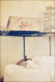Sagolika sinnen: Köket är klart i delmål 1!!! Chair, Vintage, Furniture, Home Decor, Amor, Decoration Home, Room Decor, Home Furniture, Interior Design