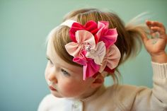 This is too cute!  It doesn't really look that difficult either....I need a craft day! Beautiful bows!