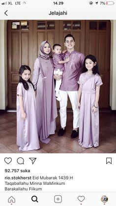 42 Ideas for baby twins fashion mom Couple Outfits, Kids Outfits Girls, Family Outfits, Girl Outfits, Kebaya Dress, Dress Pesta, Little Girl Dresses, Girls Dresses, Women's Fashion Dresses