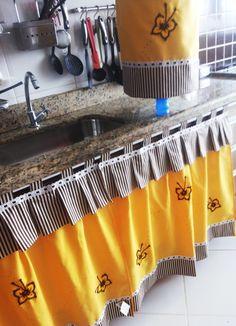 Diy Curtains, Curtains With Blinds, Kitchen Curtains, Kitchen Cabinets Decor, Home Decor Kitchen, Bed Cover Design, Kitchen Arrangement, India Home Decor, House Plants Decor