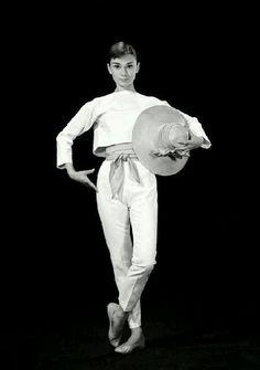 """Photo publicitaire de Bud Fraker pour """"Funny Face"""", 1956"""